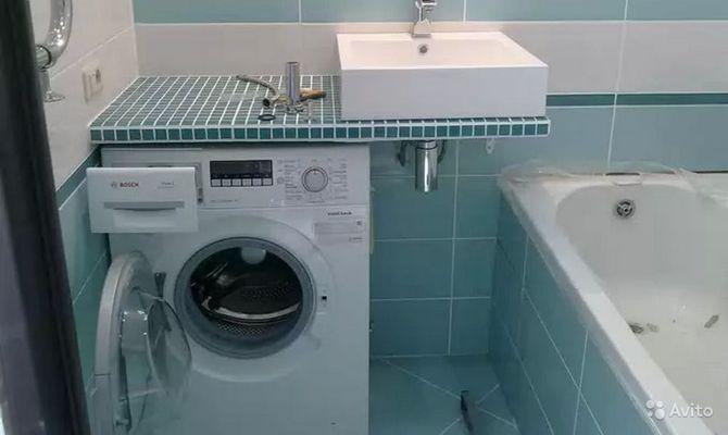 Компактная ванная комната со стиральной машинкой