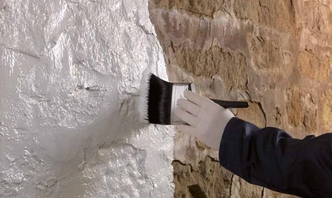 Выравнивание стен грунтовкой