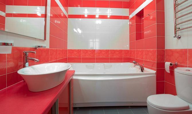 Интерьер небольшой ванной совмещенной с туалетом
