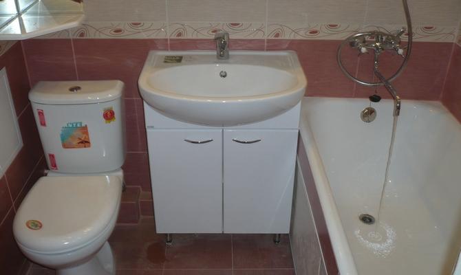 Размещение ванны и туалета в маленькой ванной