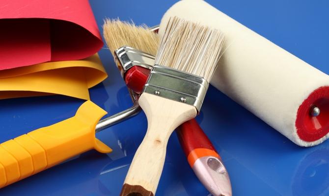 Валик и кисти для покраски стен
