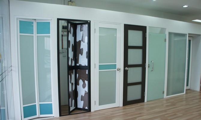 Вариации пластиковых дверей для ванных комнат