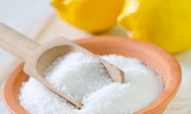 Отбеливание ванны с помощью лимонной кислоты