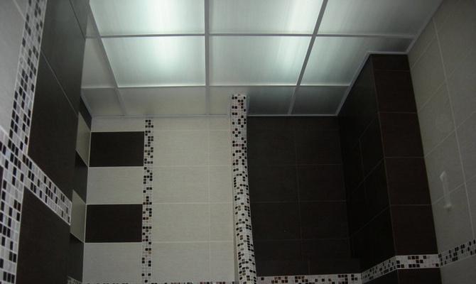 Abgehängte Decke im Badezimmer