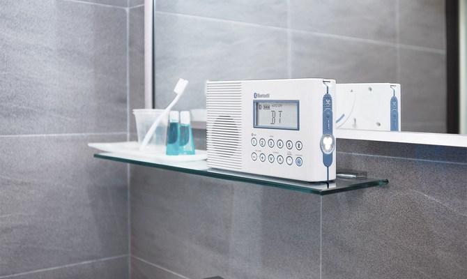Стандартное радио в ванной комнате