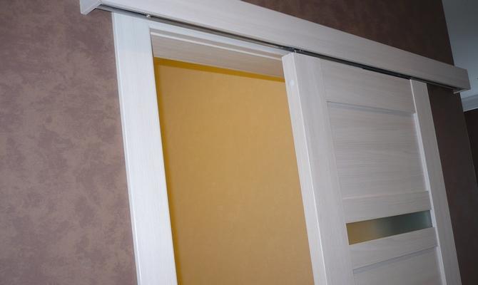 Раздвижные двери с верхней подвеской