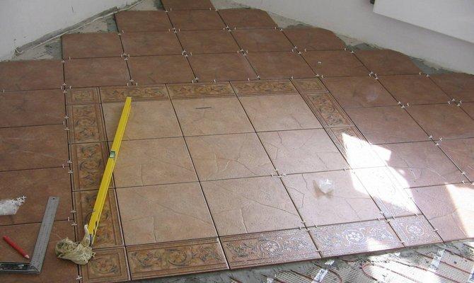 Укладка плитки при ремонте ванны