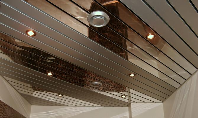 Металлические рейки на потолке
