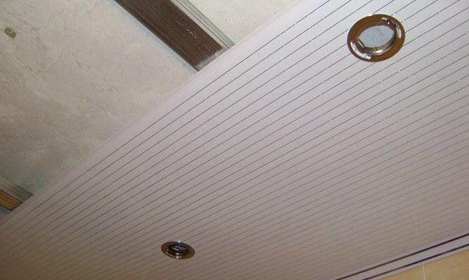 Потолки ПВХ в ванной