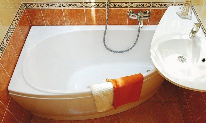 Угловая ванна в дизайне ванной комнаты