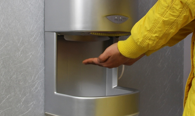 Современная сушилка для рук