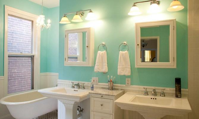 Ванная комната, выкрашенная в бирюзовый