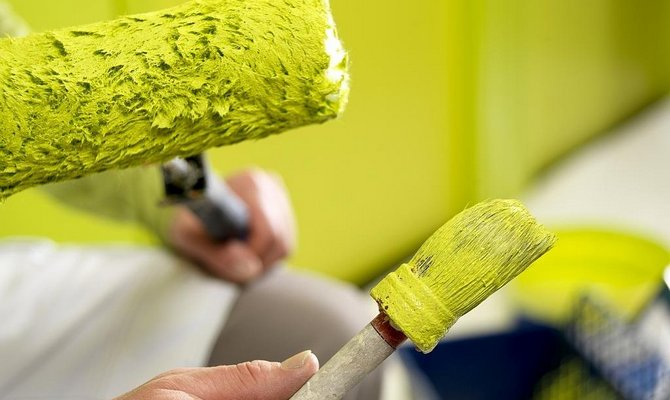 Нанесение краски на сухую стену