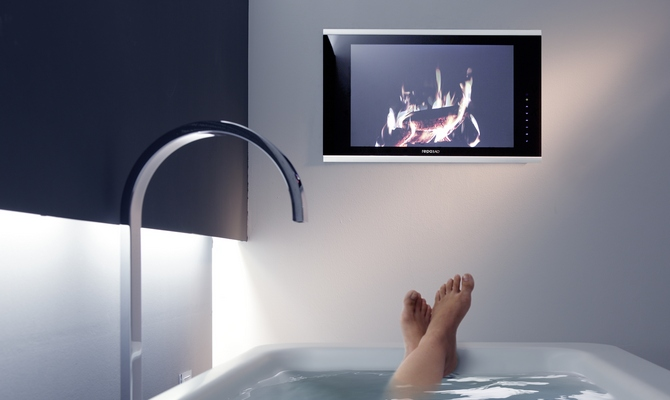 Навесной телевизор в ванной