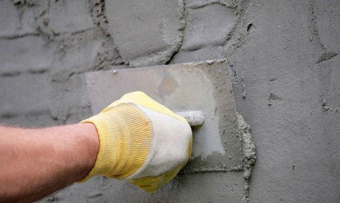Метод выравнивания цементно-песочной штукатуркой