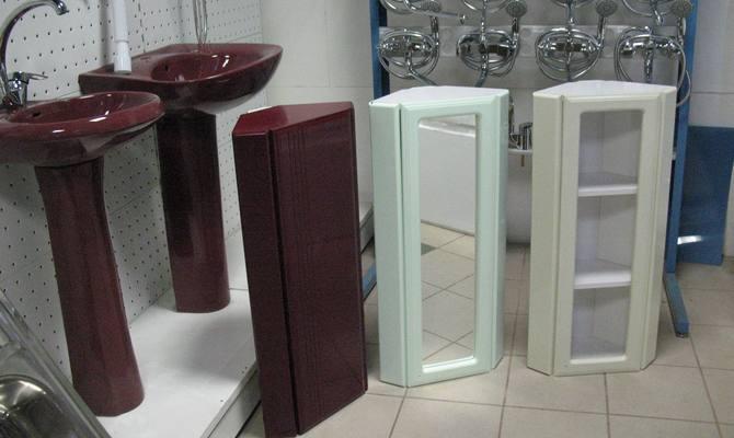 Навесные шкафчики в ванную комнату