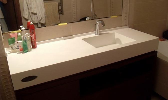 Пластиковая столешница в ванну