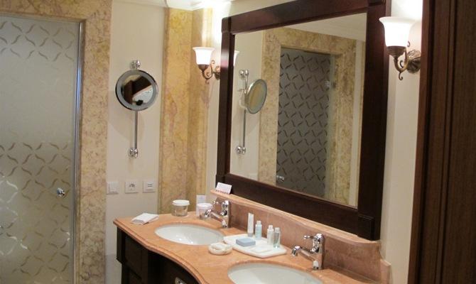 Светильник в ванную комнату