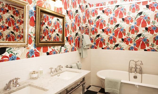 Преимущества обоев в ванной комнате