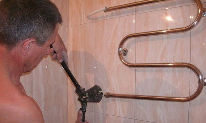 Установка водного полотенцесушителя