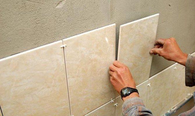 Как производится укладка плитки в ванной? фото