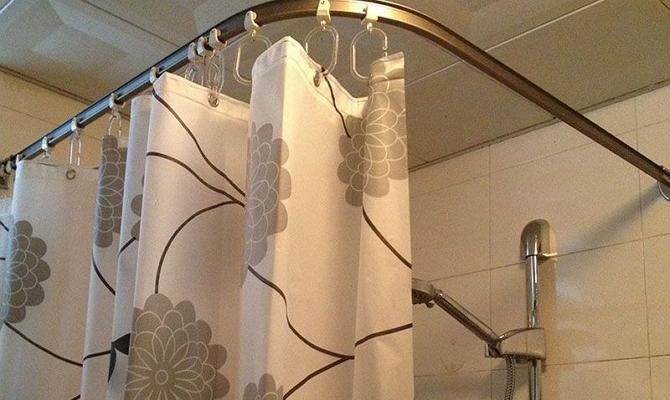 Функциональное назначение и виды шторок для ванной