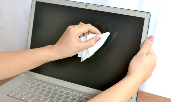 Процесс очистки ноутбука
