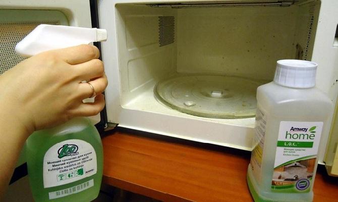 Быстро чистим микроволновую печь