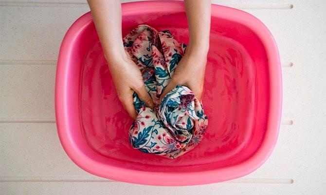 Простые способы удаления крови с одежды