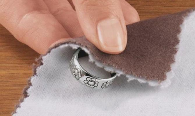 Как можно почистить почерневшее серебро