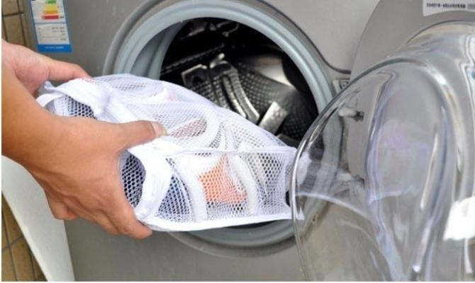 Почему при машинной чистке обувь кладут в специальные мешки?