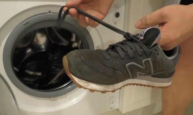 Как следует стирать кроссовки в машинке?