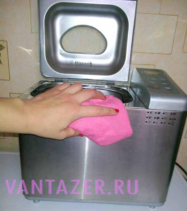 Как почистить хлебопечку легко и быстро?