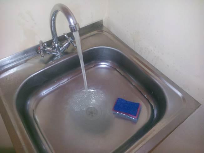Запах канализации в квартире: что делать