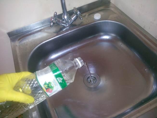 Запах из канализации: что делать?