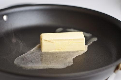 Блины прилипают к сковороде – что делать?